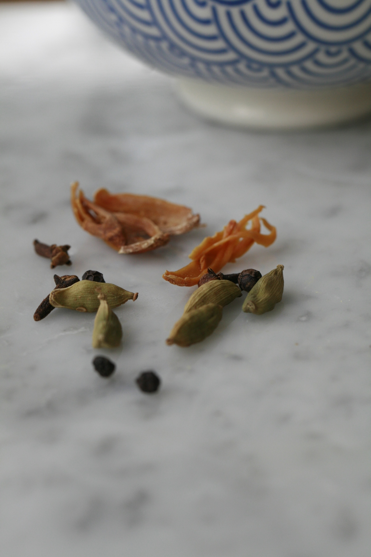 Marinade Spices. Mace, Green Cardamom, Whole cloves and black peppercorns