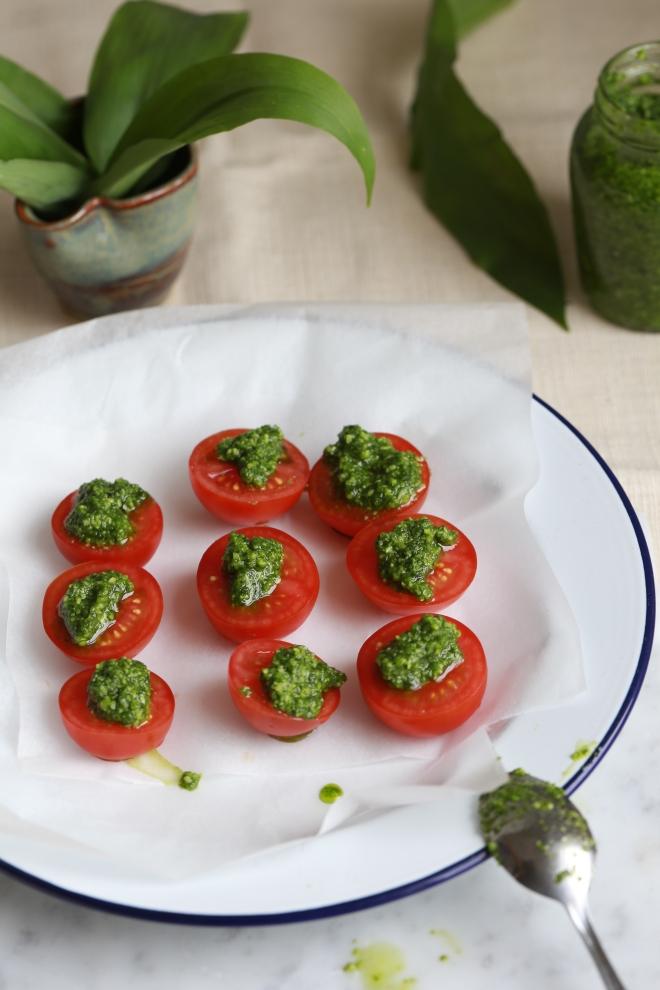 wild garlic baked tomatoes